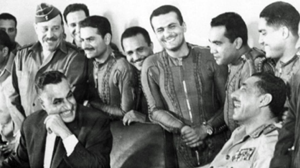 Nasır Sina çölündeki hava üssü Gifgafa'da jet pilotlarıyla ünlü buluşmasında, 22 Mayıs 1967