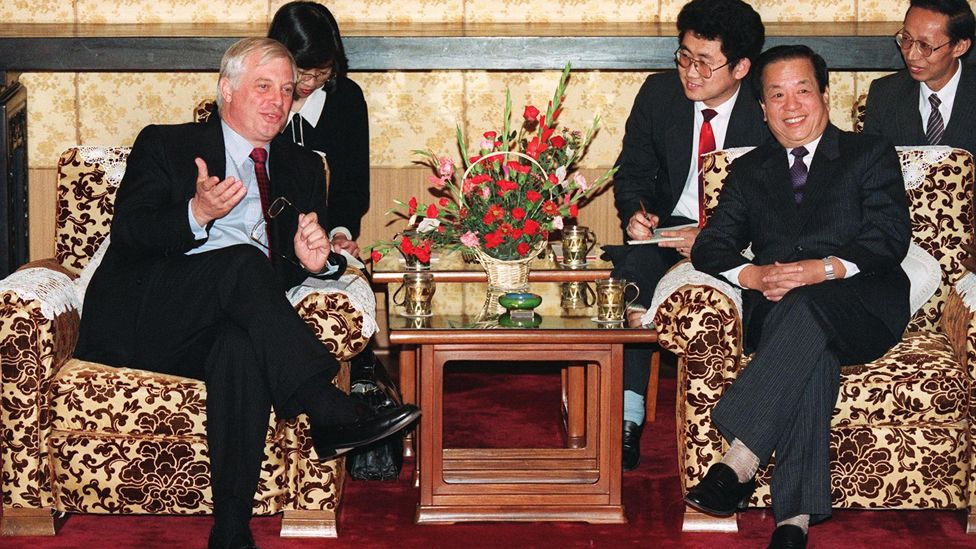 錢其琛(右)在北京接見彭定康(左)(20/10/1992)