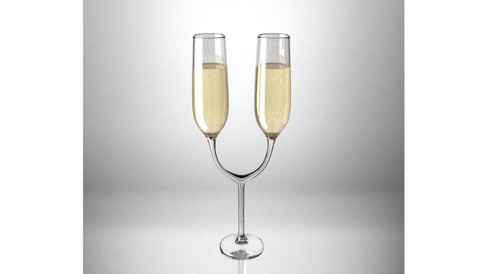 Неудобные бокалы для шампанского