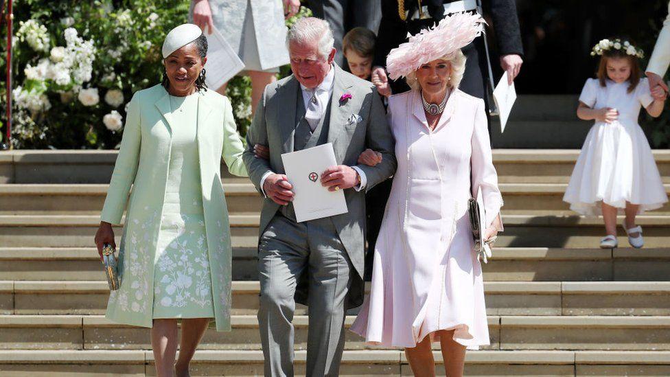 Doria Ragland, madre de Meghan Markle, el príncipe Carlos y Camila, duquesa de Cornualles.