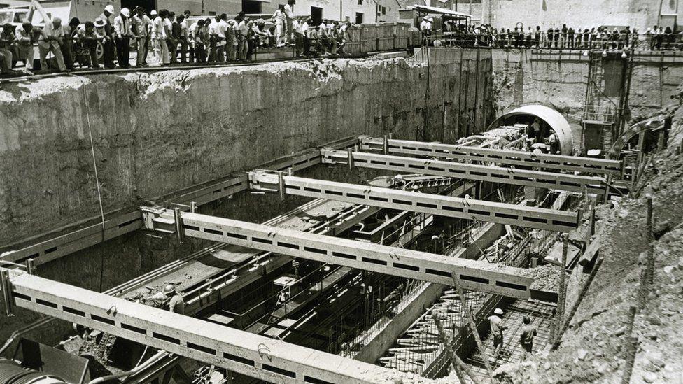 Inicio de la construcción de los túneles del metro en 1977.