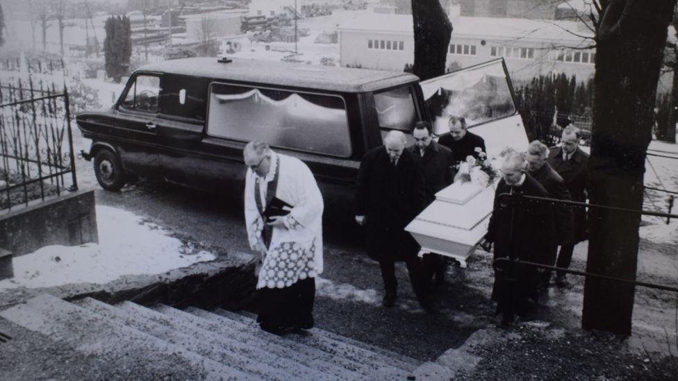 Полицейская фотография похорон
