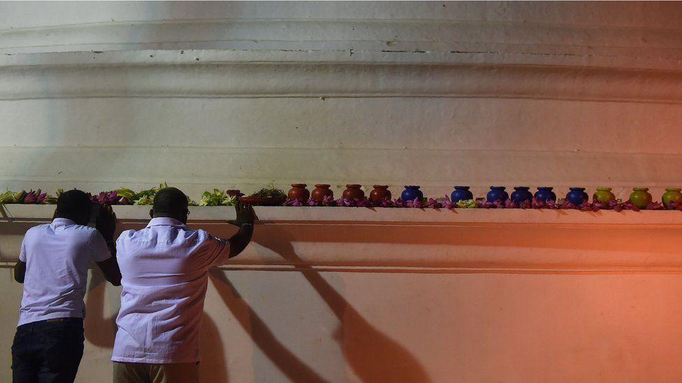 Sri Lankan Buddhist devotees pray to bring in the New Year and Poya, a full moon religion festival, at the Kelaniya Temple in Kelaniya on January 1, 2018.