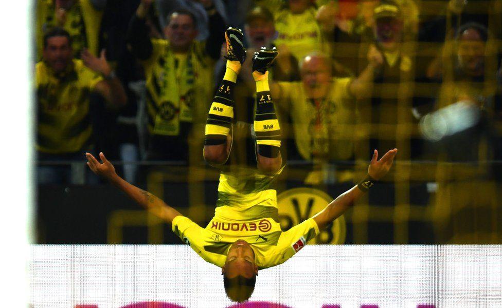 Dortmund's Gabonese striker Pierre-Emerick Aubameyang celebrates after scoring 1:0 during the German first division Bundesliga football match Borussia Dortmund vs RB Leipzig in Dortmund, western Germany, on October 14, 2017