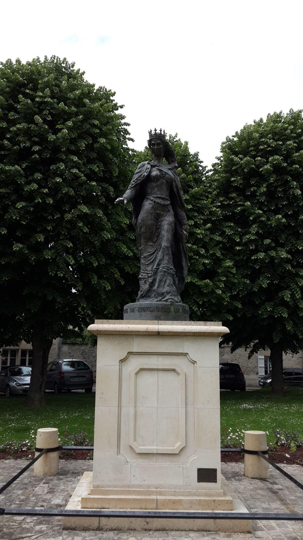 пам'ятник Анни Ярославни в Санлісі