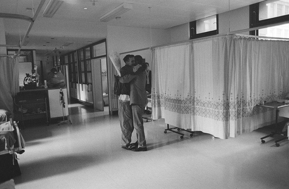 Объятие в больнице
