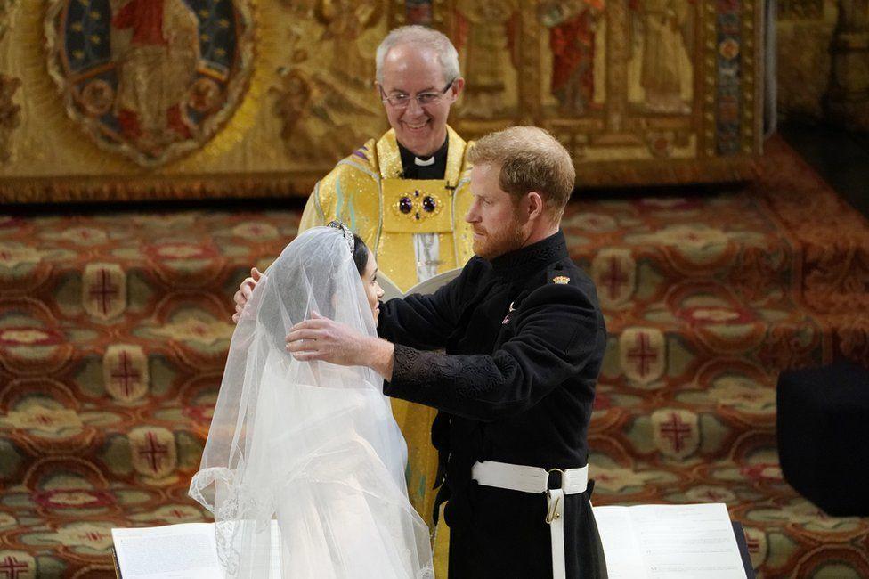 Принц Гарри и Меган Маркл в часовне Святого Георгия в Виндзорском замке во время свадебного обслуживания