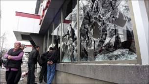 Разбитые витрины в Бишкеке