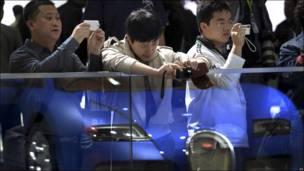Visitantes del Salon del Automóvil de Pekín