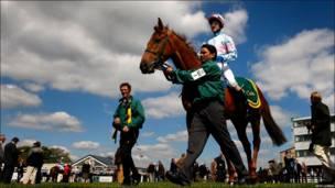 Carrera de caballos en Bath, Reino Unido.