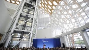 Presidente Nicolas Sarkozy en la inauguración  del Pompidou-Metz