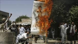 Quema de una imagen de Mahmud Ahmadineyad en Afganistán