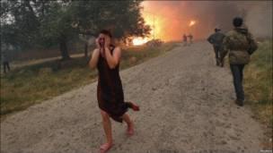 Бегущая от огня женщина