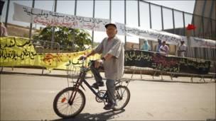 Hombre en bicicleta en Nador