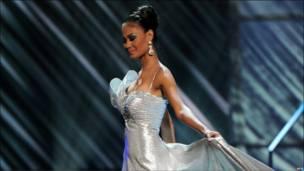 Мисс Ямайка в вечернем платье