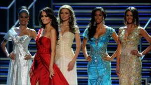 """Пять финалисток конкурса """"Мисс Вселенная - 2010"""""""