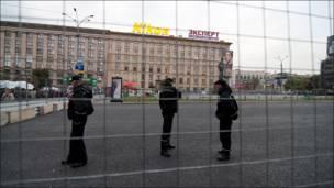 Огороженная Триумфальная площадь в Москве. Фотография taek
