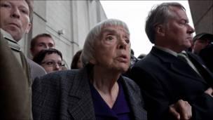 Правозащитница Людмила Алексеева на Триумфальной площади. Фотография Ильи Варламова.