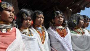 आदिवासी युवतियाँ