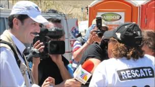 Periodista mexicano en acción.  (Foto de Rodrigo Bustamante)