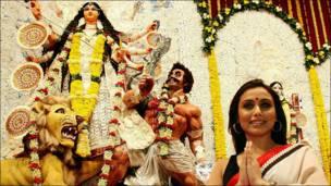 दुर्गा पूजा में रानी मुखर्जी