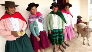 Mujeres en un hostal en Chanchayllo, región de Ayacucho