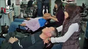 Clientela en peluquería china en España