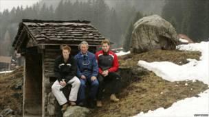 Принц Чарльз с сыновьями - Гарри (слева) и Уильямом