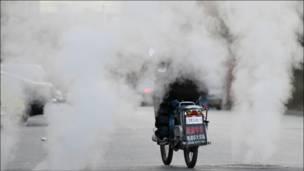 راكب دراجة في بكين