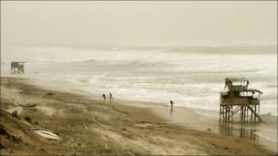 امواج في غزة
