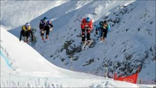 Соревнования горнолыжников в Альпах