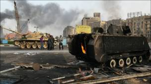 Tank terbakar di Kairo
