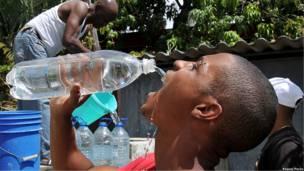 Раздача воды на Кубе