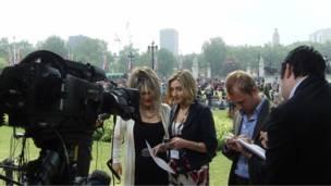 Wartawan di depan Istana Buckingham