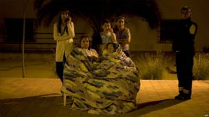 Люди ночуют под открытым небом