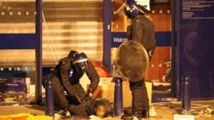 Полиция задерживает человека в лондонском районе Брикстон