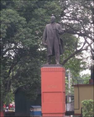 Lenin statue in Kolkatta