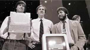 Năm 1985, Steve Jobs và giám đốc điều hành Apple John Sculley bất đồng