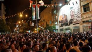 فلسطينیان په الخلیل کې د ولسمشر عباس وینا اوري.