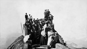 Туристы на вершине горы Корковаду
