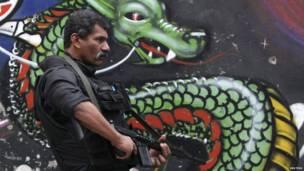 Бразильская армия занимает трущобы Рио