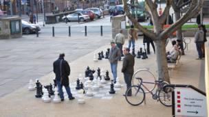 利兹街头的国际象棋棋局