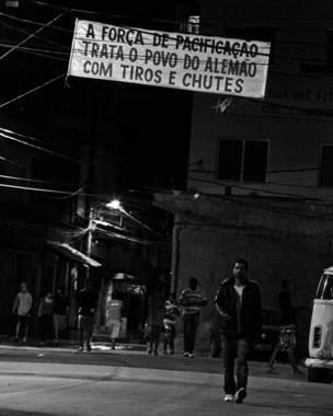Moradores do Alemão protestam (Bruno Itan)