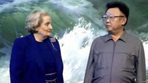 Kim Jong-il tiếp Ngoại trưởng Mỹ Madeleine Albright vào năm 2000
