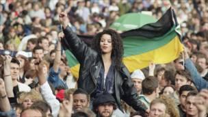 16 अप्रैल 1990 में लंदन के वेंबले में नेल्सन मंडेला कंसर्ट (फ़ोटो - एपी)