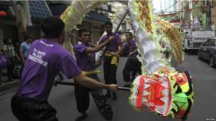 Филипинские студенты на улицах Манилы