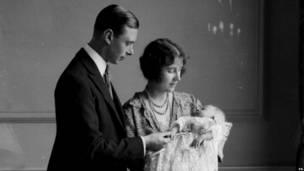Май 1926 года: герцог и герцогиня Йоркские с дочерью Елизаветой