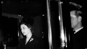 7 февраля 1952: королева Елизавета II с супругом возвращается в Лондон
