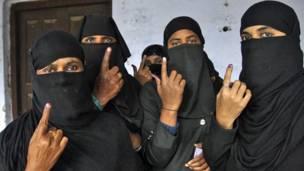 مسلم خواتین، بستی کے ایک پولنگ اسٹیشن پر