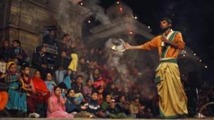 Bagmati aarati, veneration by light